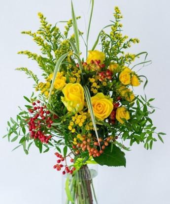 Букет с розами и калиной №24