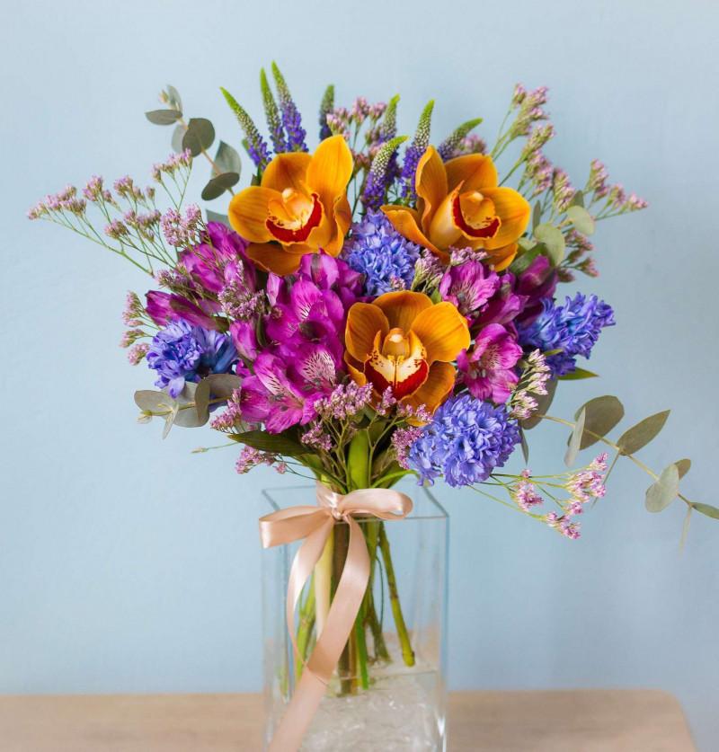 Фиолетовый букет с орхидеей №54