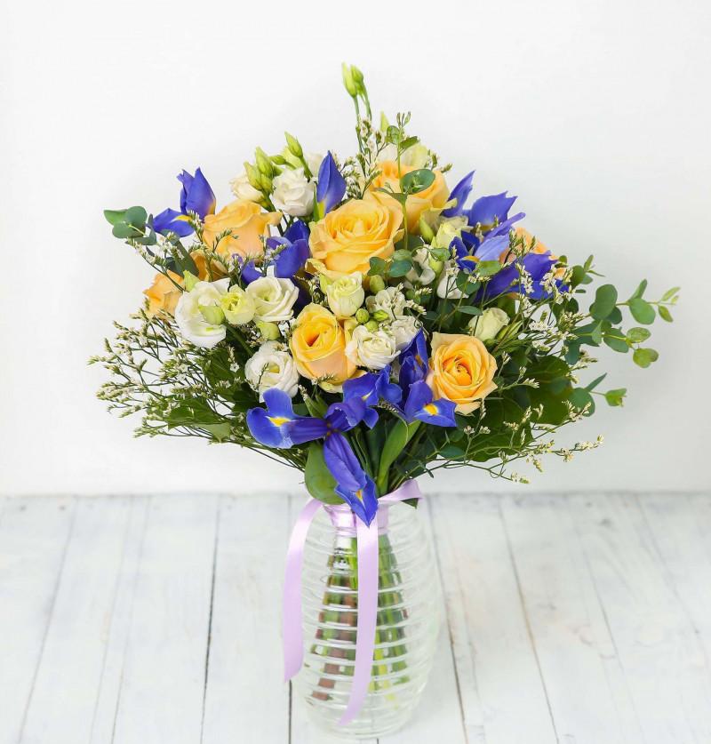 Букет с розами и ирисами №58