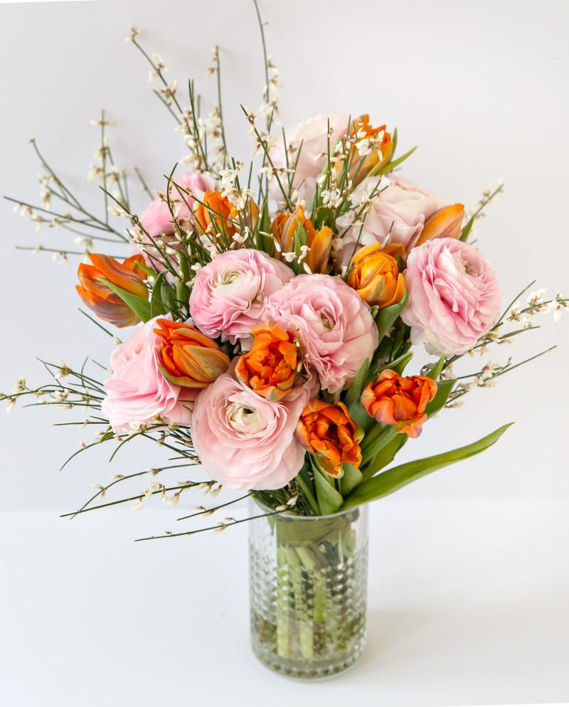 Ранункулюсы с яркими тюльпанами №64